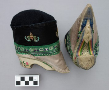 Pair of daily lotus shoes with a design of flying bats for happiness (late 19th century. TRC 2013.0050a-b).