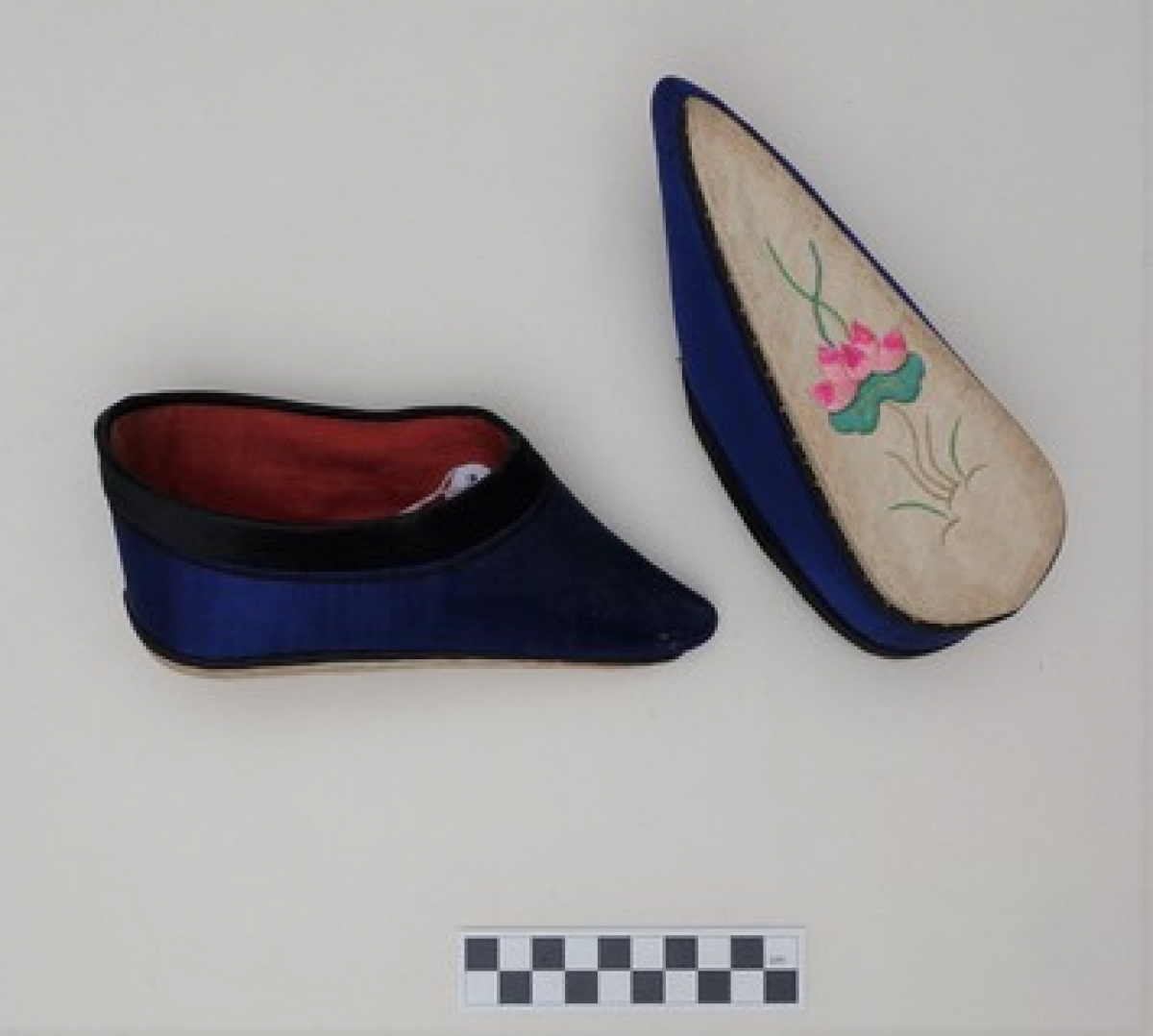 Pair of funeral lotus soes, early 20th century.