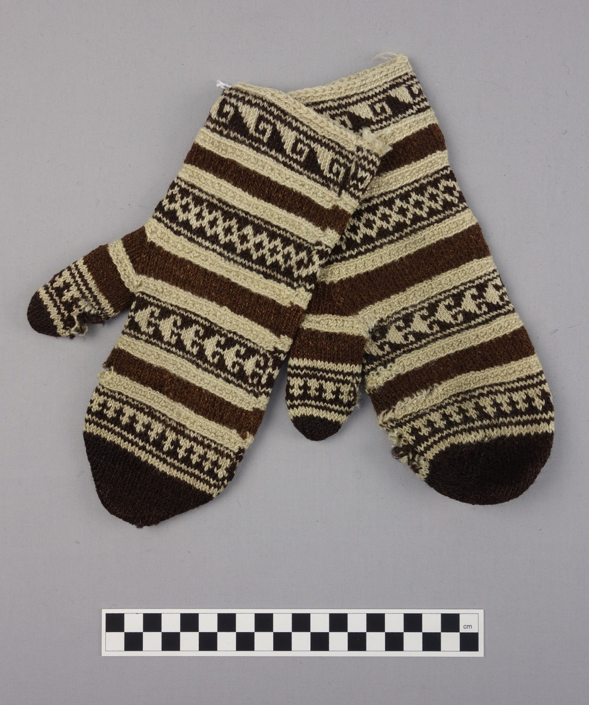 Knitted mittens from Afghanistan, mid-20th century.