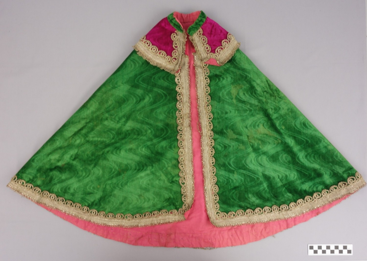 Girl's cape in green, silk velvet, with a pressed moire pattern (purchased in Iran, early 20th century).