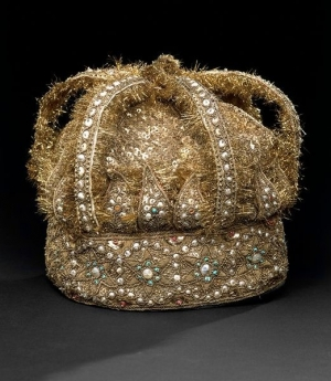 Hat decorated with pearl embroidery. India, mid-19th century.