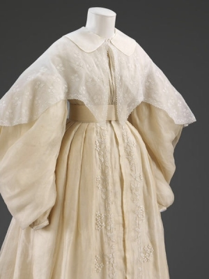 Pelerine made of muslin with whitework embroidery. UK, early 19th century