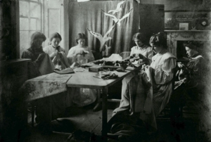 Lily Yeats and her assistants in the embroidery room at Dun Emer Guild, Dundrum, 1905.