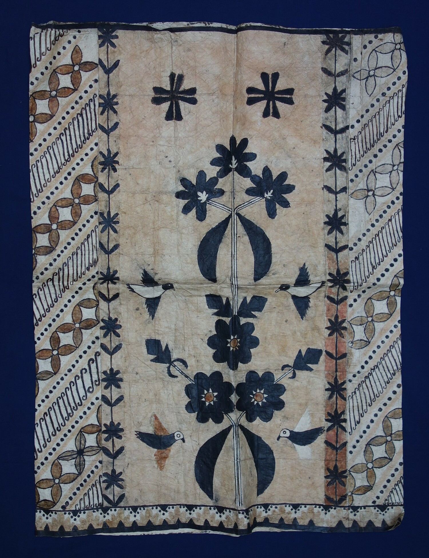 A sarong made from bark bast, Sulawesi, Indiensia, 1940's (TRC 2018.0040).