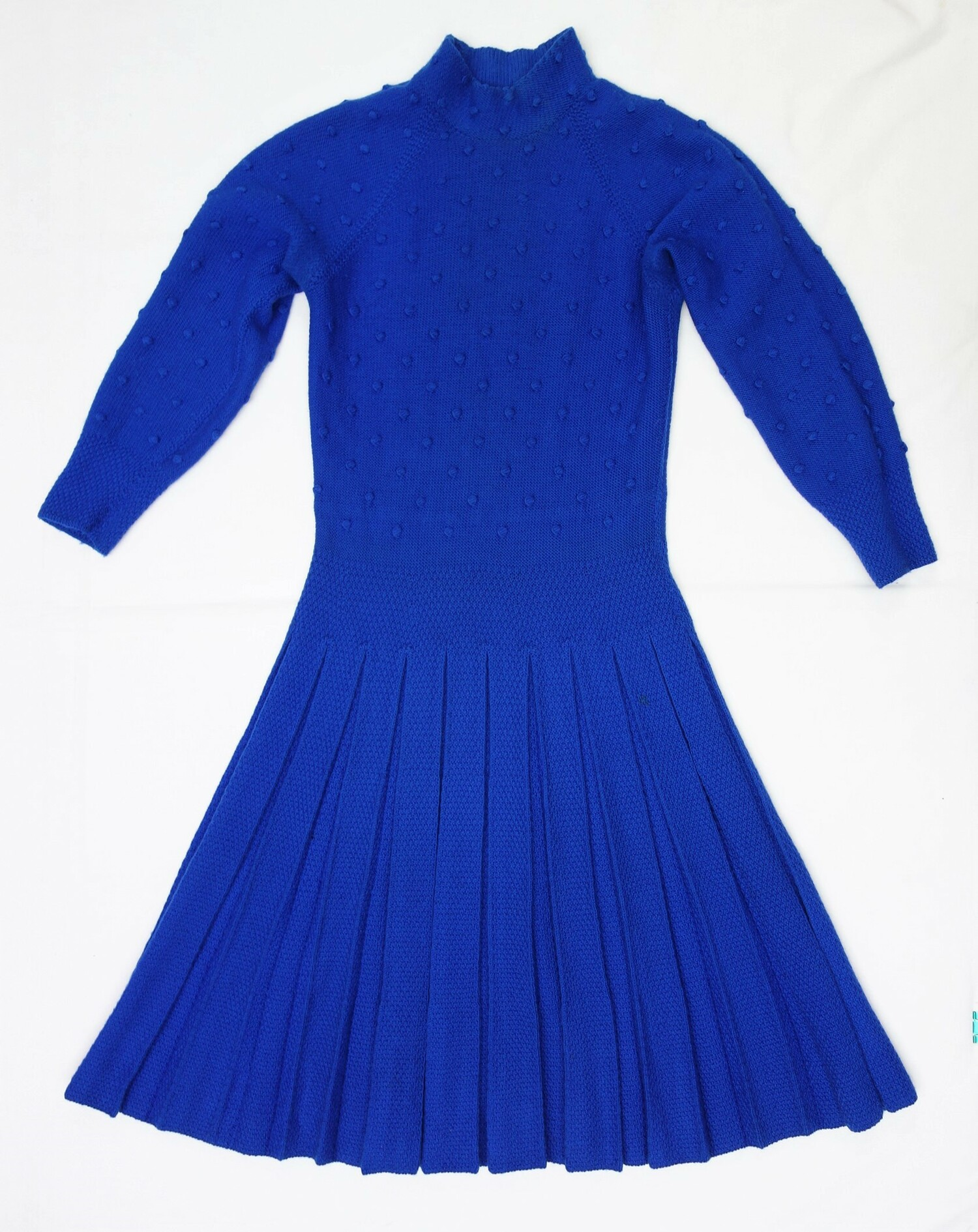 Hand knitted dress, by Eva Radu, Romania, c. 1970s (TRC 2020.0336a).