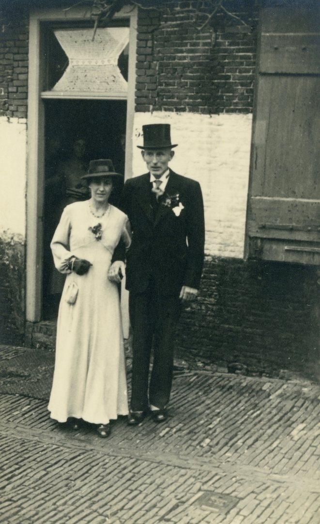 Photograph, dated 22 December 1943, with Ida van Gent - van der Meij wearing her wedding dress from 1938, now dyed in a lilac colour.