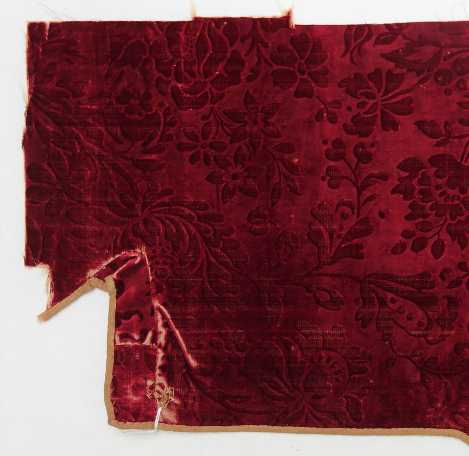Voided velvet, cut and uncut pile (ciselé), satin ground, coloured with insect dye. Europe, 18th century (TRC 2011.0386).