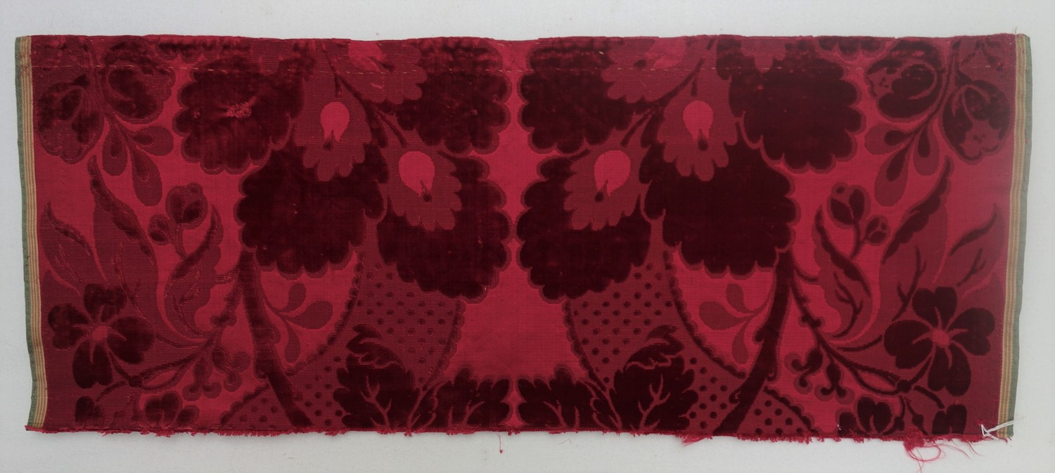 Velvet sample, 18th century, made of silk (TRC 2011.0389).