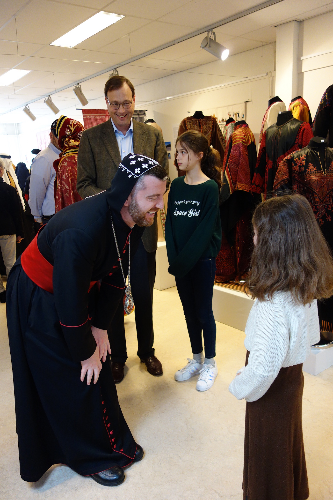 His Excellency Mor Polycarpus Augin Aydin (Metropolitan of the Syriac Orthodox Church in The Netherlands), talking with one of the young guests.