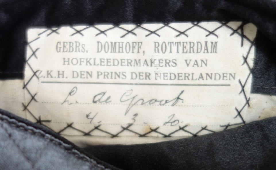 Tailor's label of coat (TRC 2018.2133a, above).